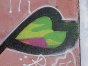 graffiti coeur vert vu à la Riche